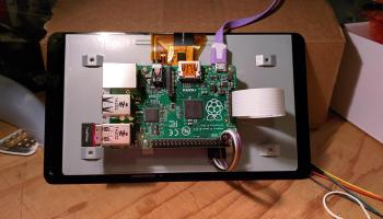 Raspberry Pi mini-laptop uses official 7″ screen – Raspberry