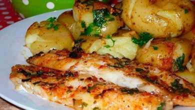 Delicioso Filé de Peixe ao Forno com Batatas ao Murro