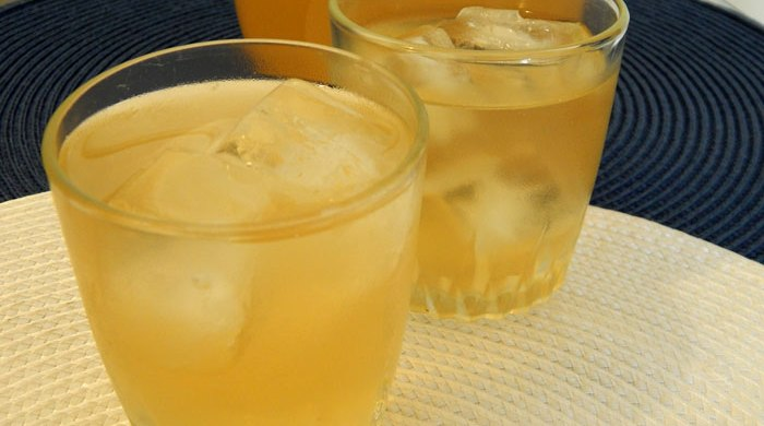 Chá gelado de abacaxi