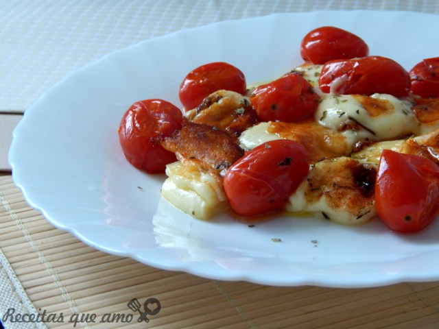Salada quente de tomate