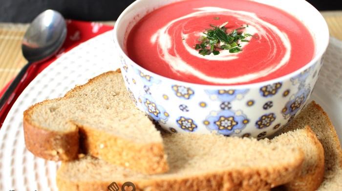 Sopa cremosa de beterraba