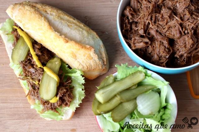 Sanduíche de carne com barbecue picante