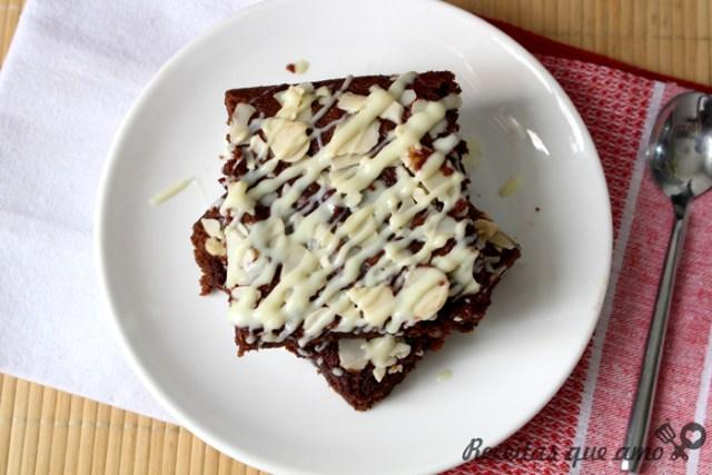 Brownie de chocolate meio amargo com amêndoas