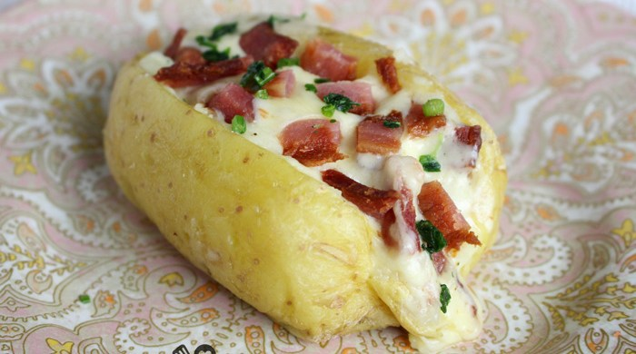 Baked potato com bacon e queijo