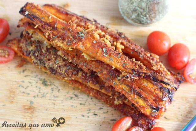 Cenoura assada com com alho e parmesão