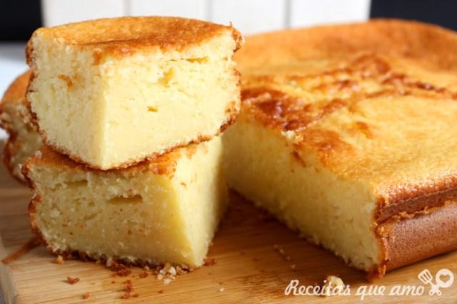 Bolo cremoso de queijo no liquidificador
