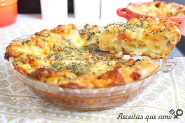 Torta pão de queijo com tomate