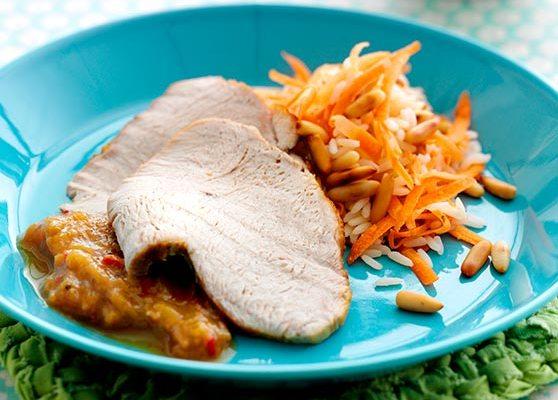 Kalkonbröst med rabarberchutney och pinje ris