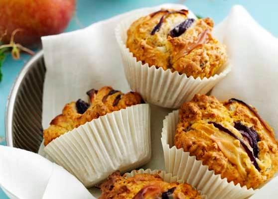Muffins med lök och äpple