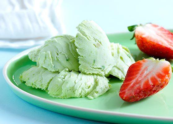 Avocadoglass med jordgubbar