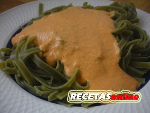 Fetuccini verde con atún a la tártara - Recetas de cocina RECETASonline