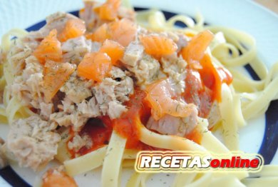 Tallarines con atun y salmón ahumado - Recetas de cocina RECETASonline