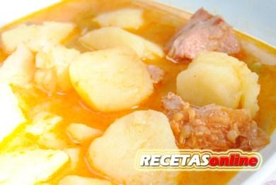Patatas guisadas con costillas de ibérico - Recetas de cocina RECETASonline