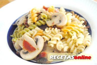 Pasta-con-champiñones-y-jamón-Recetas-de-cocina-RECETASonline