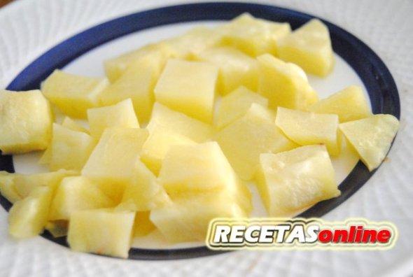 Patatas cocinadas en el microondas - Recetas de cocina RECETASonline