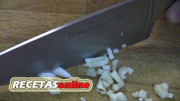 Pelar y cortar ajo - Curso de cocina RECETASonline