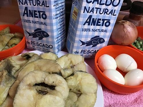 Ingredientes para preparar la receta de merluza guisada con caldo Aneto