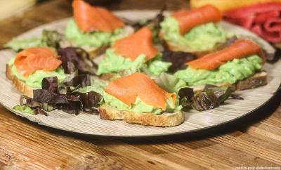 tartine-guacamole-saumon