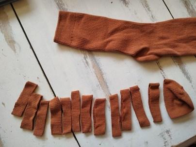 couper des bandes de 2 cm environ de large il en faut 10
