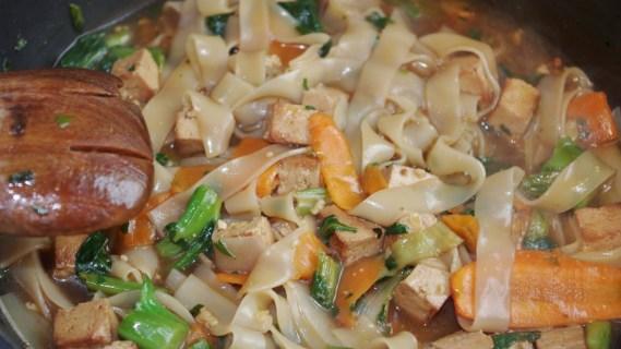 Nouilles sautées à la sauce huître Pad siewe - Cuisine thaï © par Fanny GRW - Recettes d'ici et d'ailleurs
