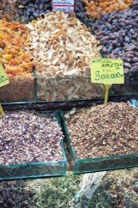 Fruits secs à tisane au grand bazar d'Istanbul © Balico & co