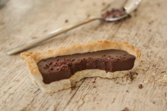 Tarte végétale au cacao cru - Recette vegan © Balico & co