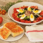 Salade niçoise et son pan bagnat - Cuisine niçoise © Balico & co