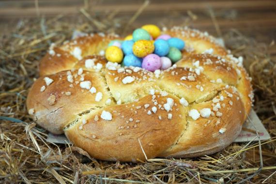 Brioche niçoise aux œufs de Pâques Echaudé de Nice
