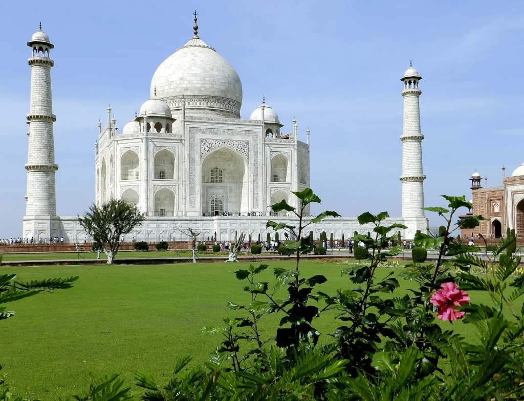 The green enclosure around the romantic Taj Mahal Photo Credit: Pixabay