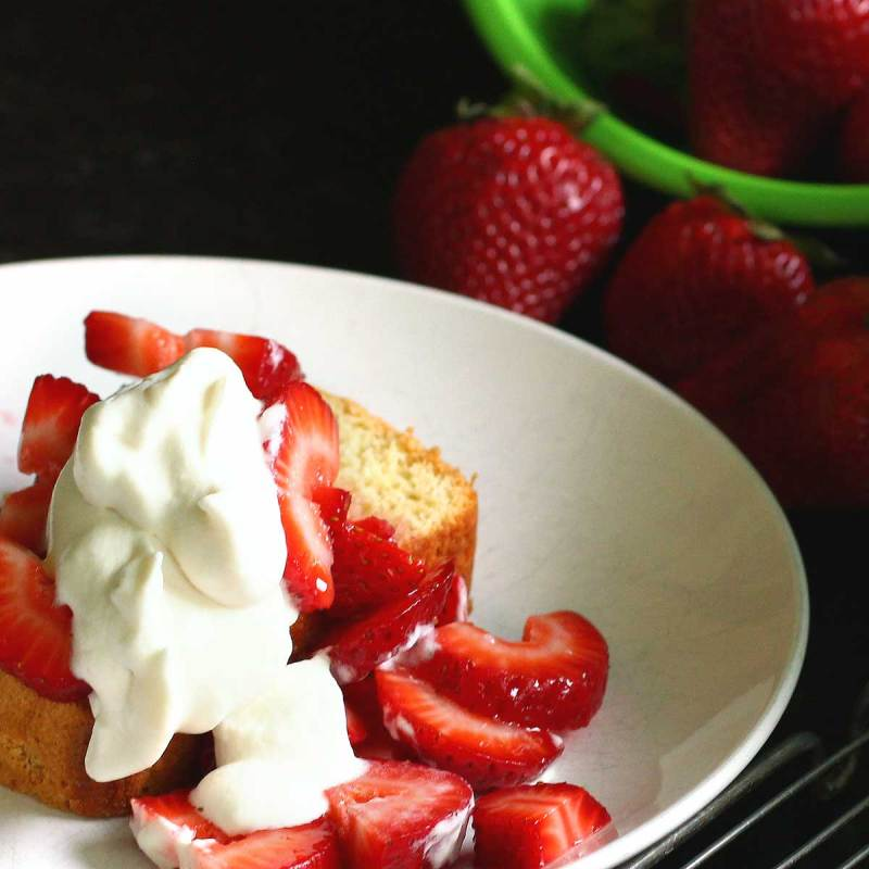 Almost an Angel: Sponge cake made easy w/ strawberries & rose whipped cream