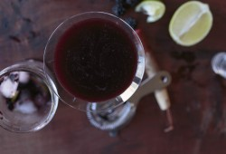 Fresh Blackberry Daiquirinha: a Daiquiri Caipirinha muddle