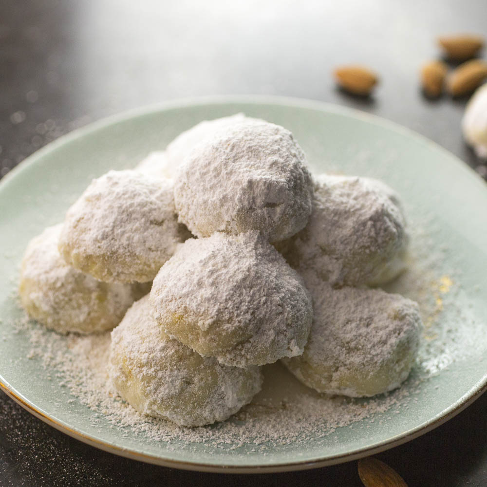 Kourabiedes: Greek Christmas Cookies w/satsuma and almond
