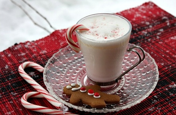 white chocolate peppermint cocoa, holiday treats, holiday beverages, peppermint drinks