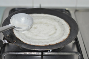 How to make Dosa and Dosa Batter - swirl with ladel