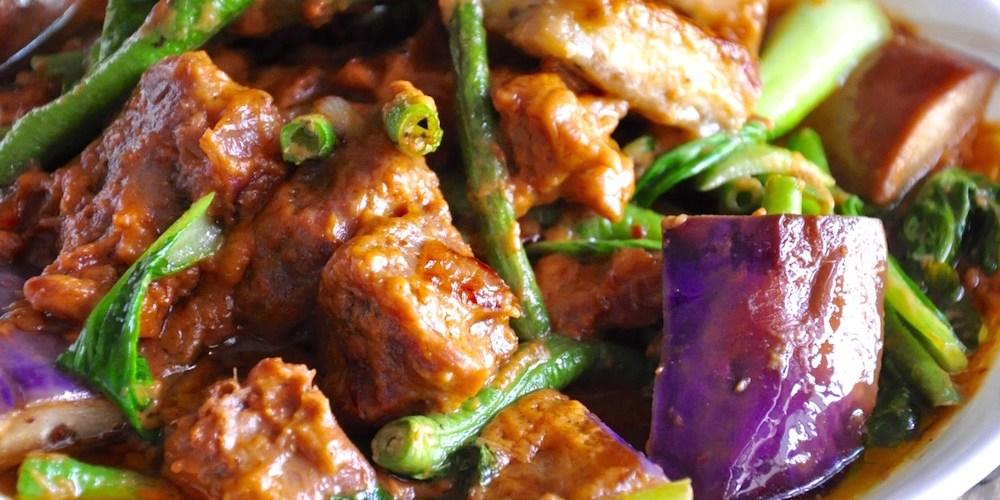 Filipino beef kare kare