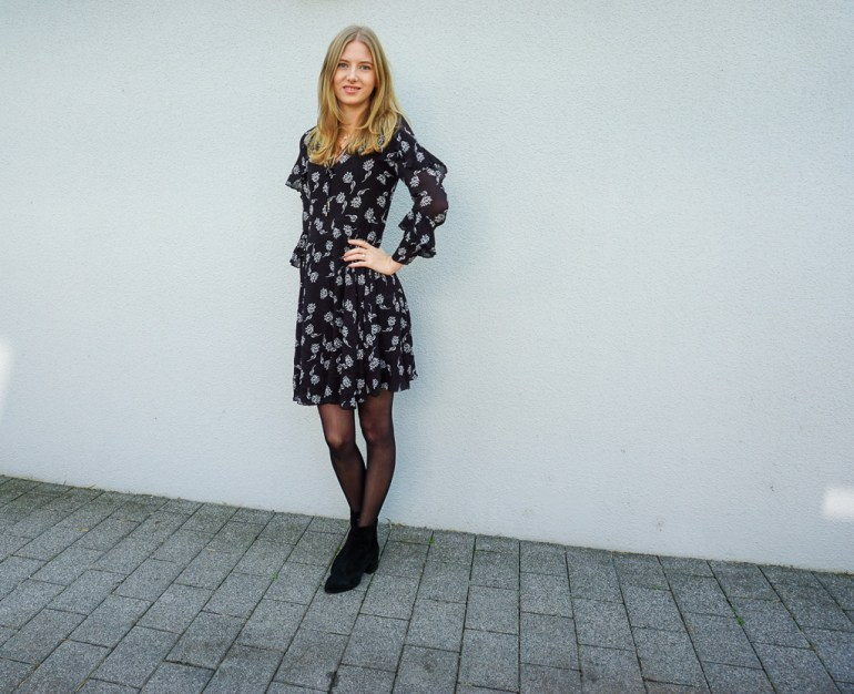 Black and White Work Outfit – Recipes of Resplendence
