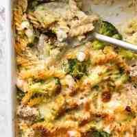 Ultra Lazy HEALTHY Chicken and Broccoli Pasta Bake