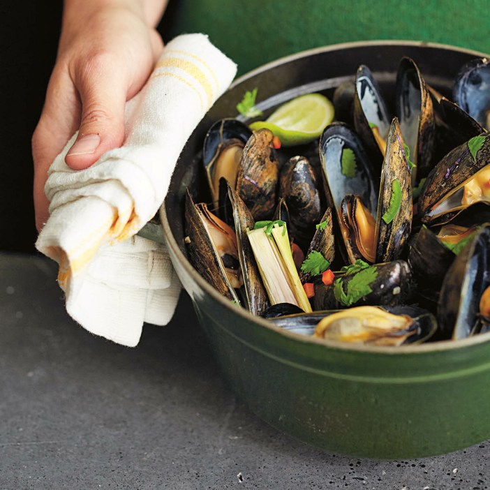 Spicy coconut milk mussels