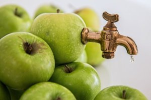 Un rubinnetto esce dalle mele