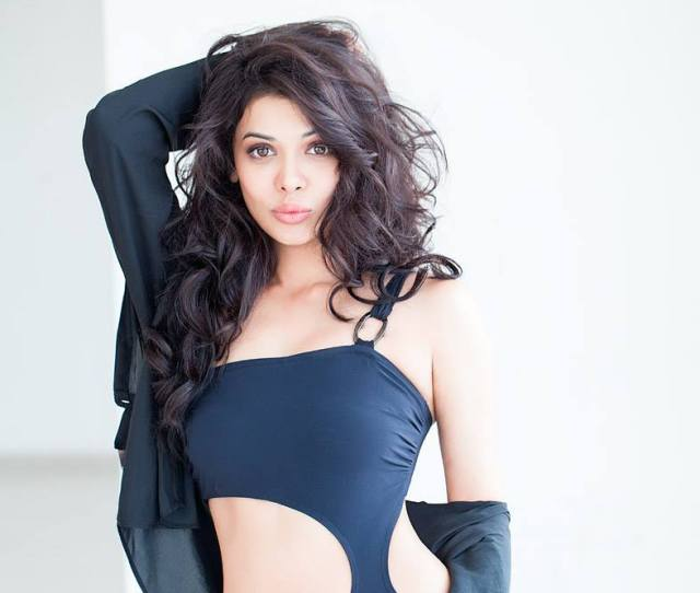 Bollywood Wallpappers Celebrity Hot Photoshoot Lollywood Sara Loren