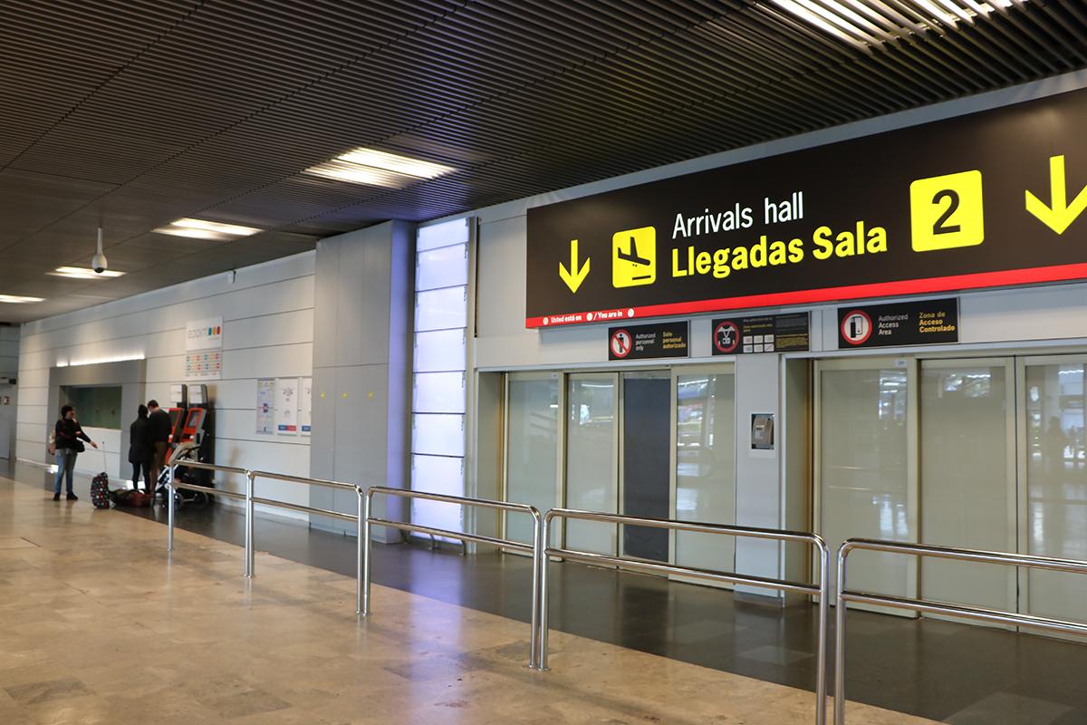 aeropuerto vacío por la huelga del personal de aerolíneas. foto de reclamador.es