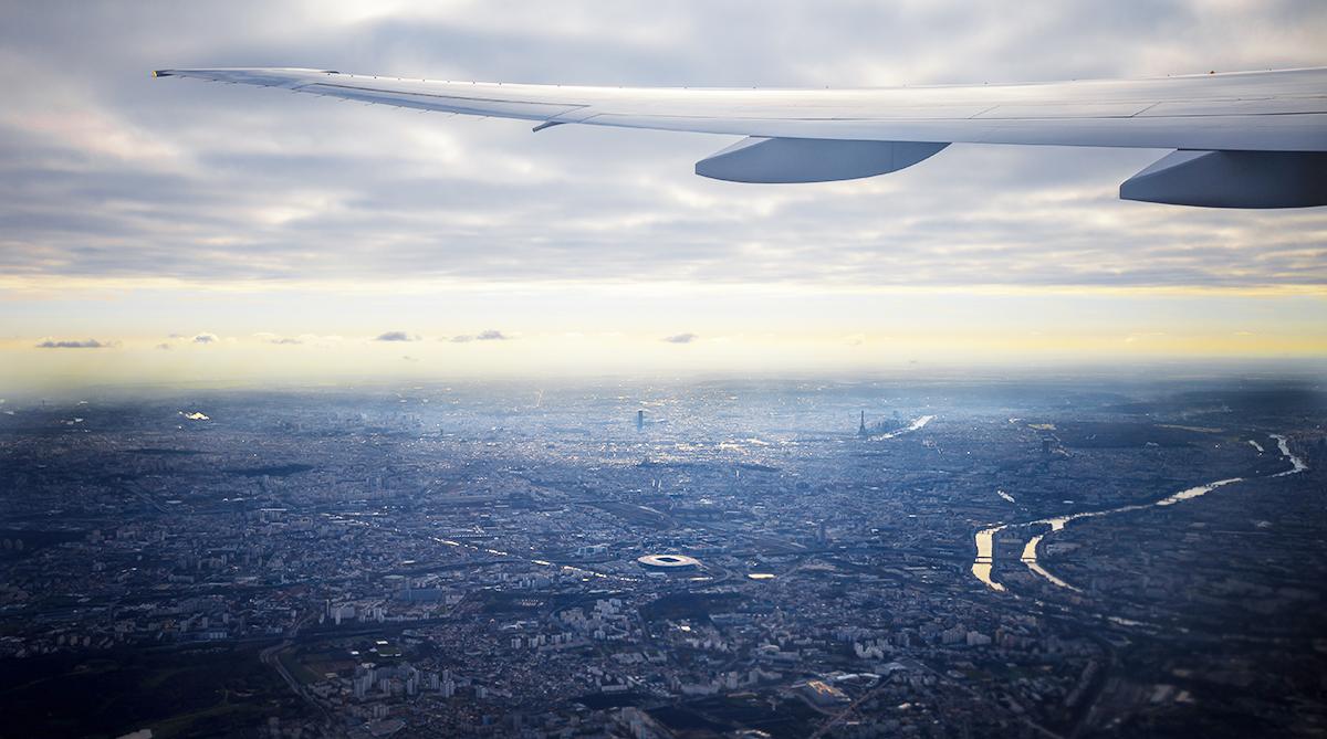 espacio aéreo francés visto desde un avión que sobrevuela París durante la huelga de controladores franceses