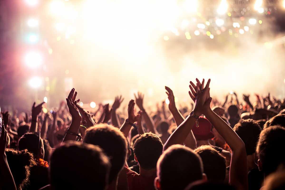 imagen de un festival, entérate si puedes ir estando de baja. foto de reclamador.es, plataforma online de reclamaciones