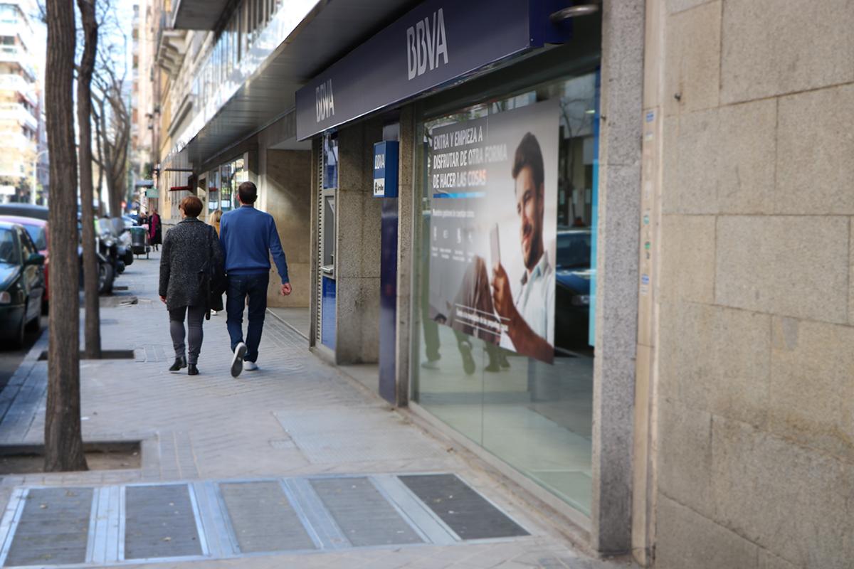 oficina del bbva, banco que aplicó la cláusula suelo en sus hipotecas. foto de reclamador.es, plataforma de reclamaciones online