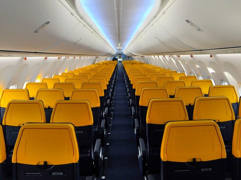 ¿Es Ryanair la única aerolínea que te cobra por viajar al lado de tu acompañante?