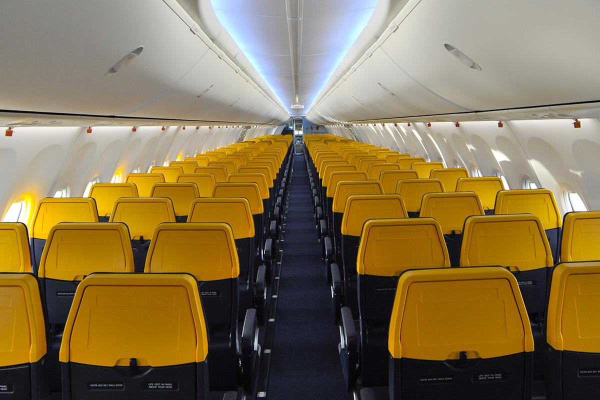 ¿Sololo Ryanair te cobra por viajar con tu compañero sentado al lado?