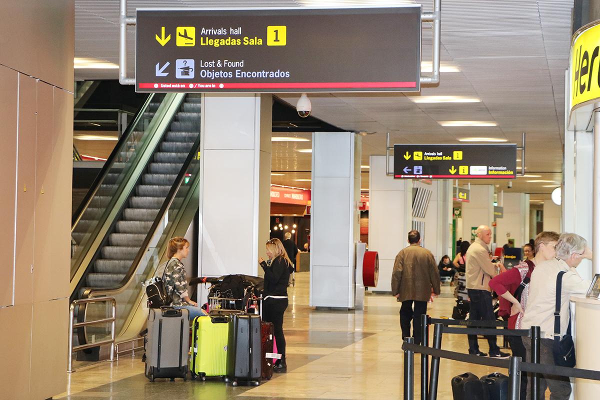 aeropuerto del prat, donde hay retraso en los vuelos por la huelga de control de seguridad. foto de reclamador.es, compañía online de reclamaciones