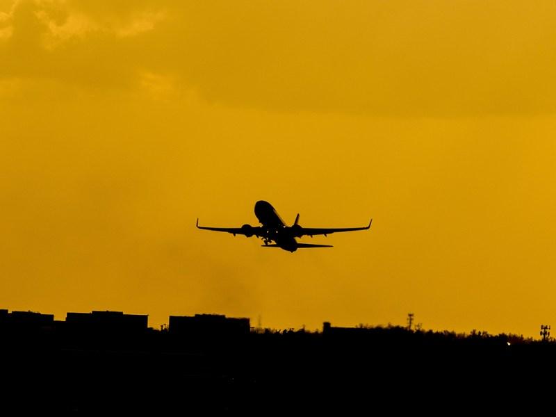 """Retraso Ryanair 8 horas: """"Si a las aerolíneas no les dices stop, te pasan por encima"""""""