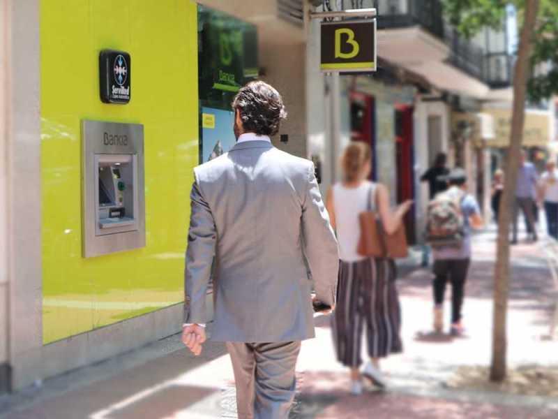 bankia, una de las entidades que absorvió a varios bancos. foto de reclamador.es, compañía online de reclamaciones