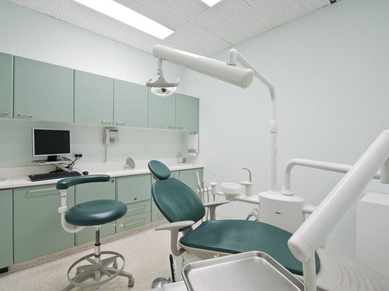 Clientes y empleados: qué pueden reclamar ante el cierre de una clínica dental